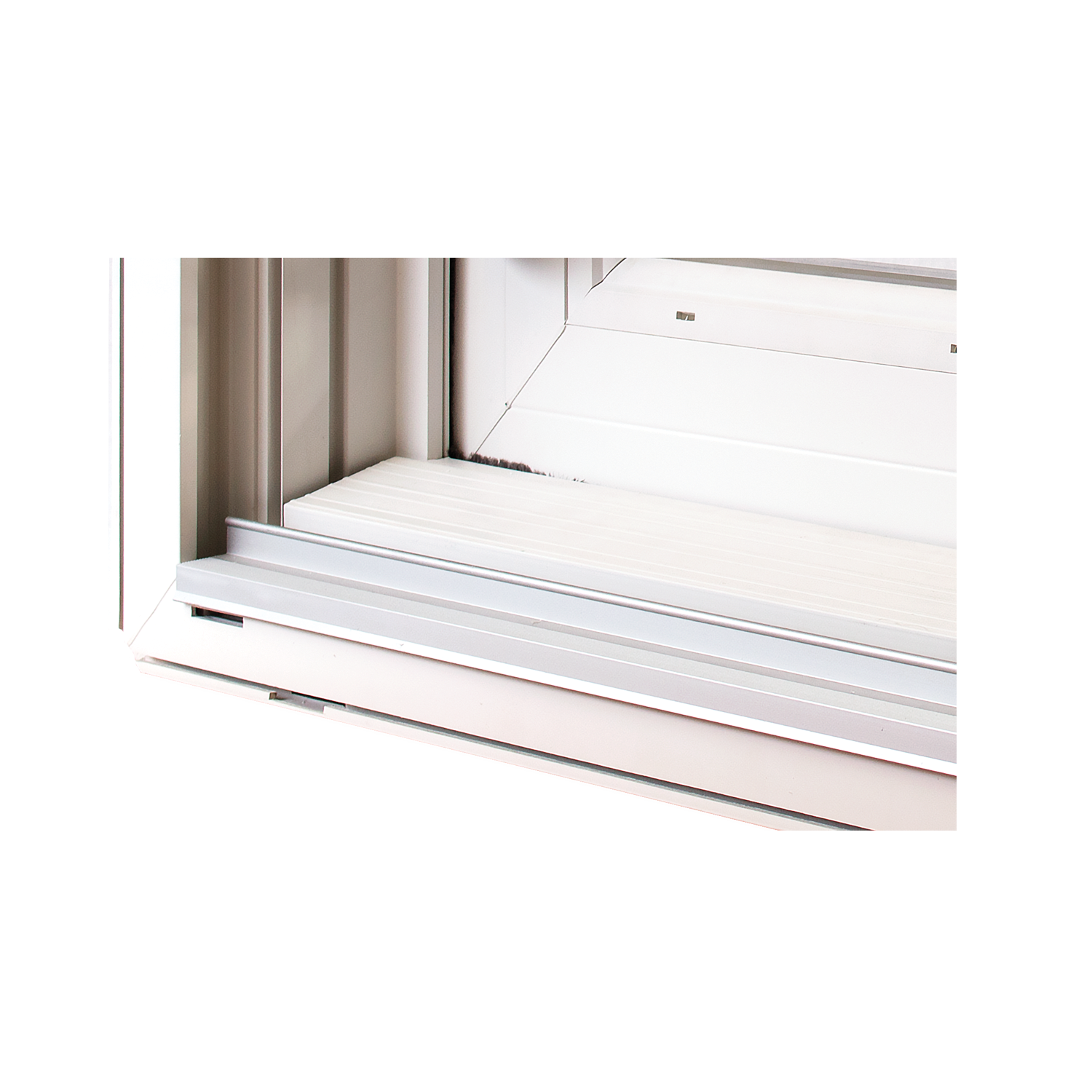 Alloy monorail system creates the EZ Glide sash feature.
